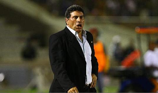 Luis Fernando suarez le gano el duelo a Herrera