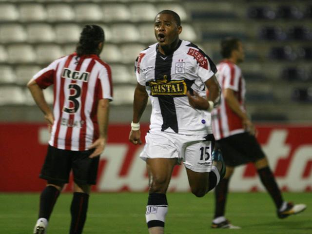 Wilmer Aguirre es comparado con Messi y Ronaldo por hinchas de ...
