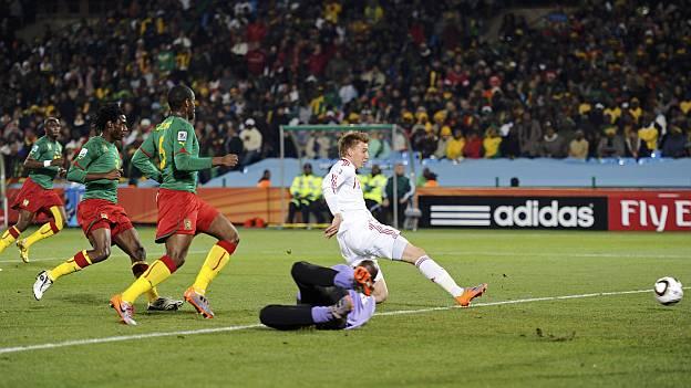 Dinamarca hace el gol a Camerun