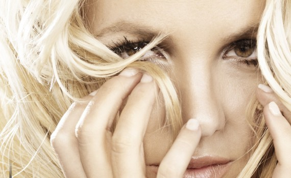Britney-Spears-Hold-it-against-me-1-e1294763259915-570x350