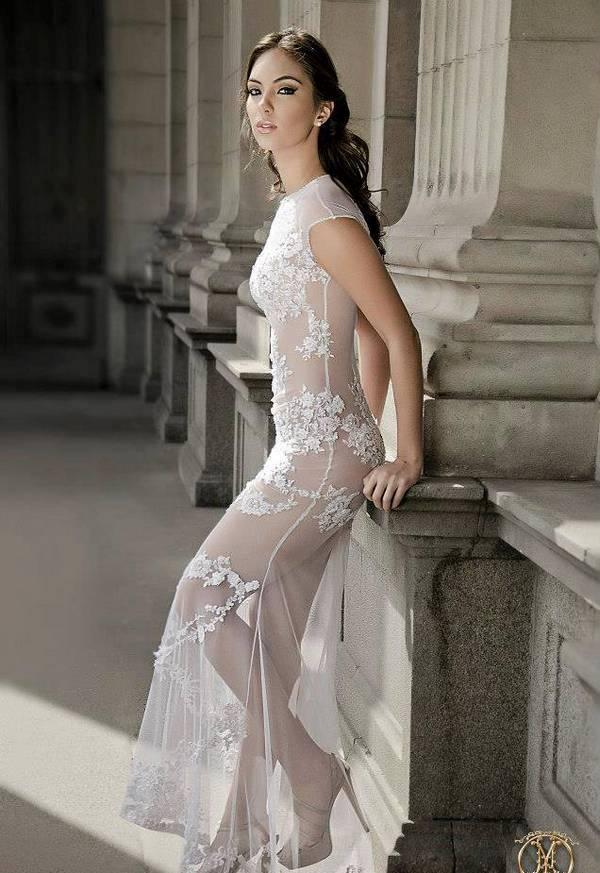 Natalie Vértiz en una sesión de fotos con vestidos transparentes