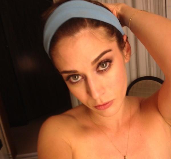 Fotos intimas de la actriz Lizzy Caplan desnuda